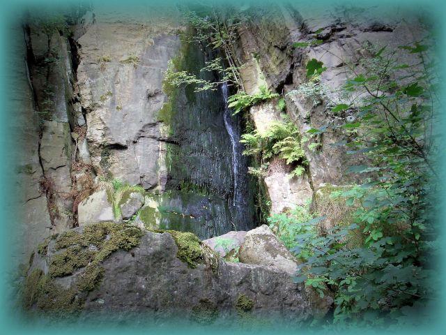 Langenhennersdorfer Wasserfall natürlich schön