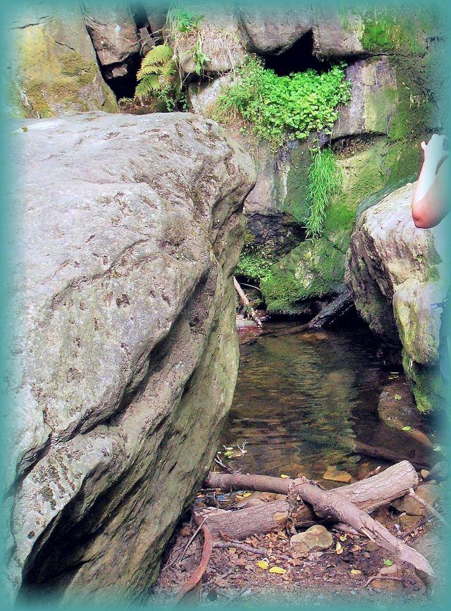 Am Fuße vom Wasserfall Langenhennersdorf