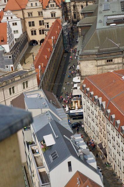 im City-Skyliner über Dresden blicken