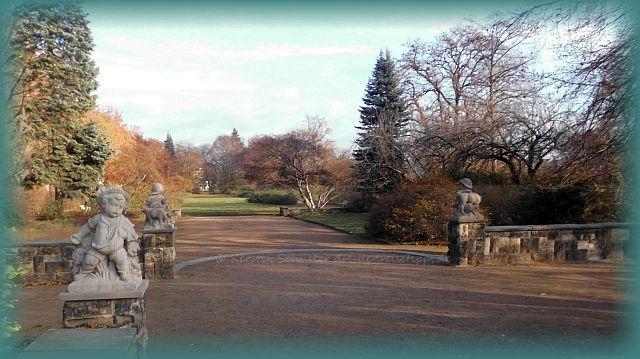 Dresden Ausflugsziel Rosengarten mit Skulpturen