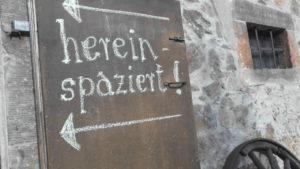 Rolf Hoppes Hoftheater hereinspaziert