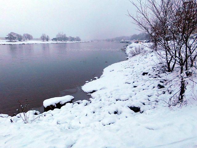 Schnee an der Elbe in Dresden Laubegast