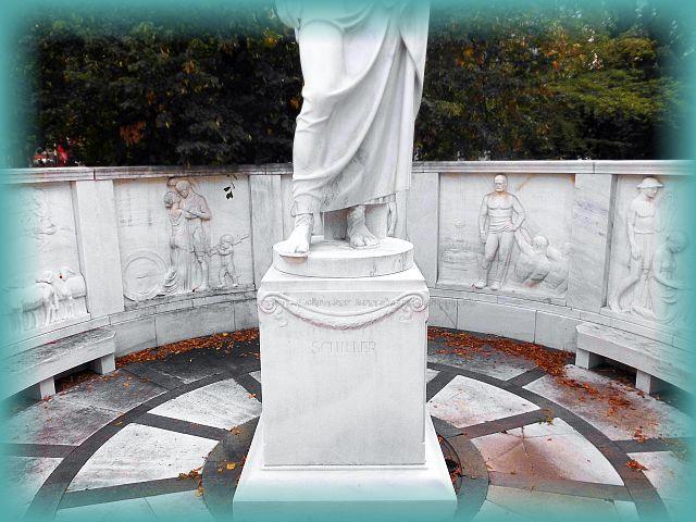 Schillerdenkmal aus Laaser Marmor